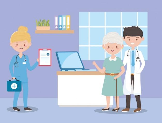 Arts-verpleegkundige en oma met medisch rapport, artsen en ouderen