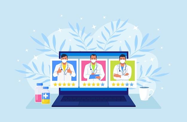 Artsen die op het computerscherm rangschikken. patiënten die de profielen van de beste artsen analyseren en evalueren. telemedicine website voor het vergelijken van reviews over therapeuten Premium Vector