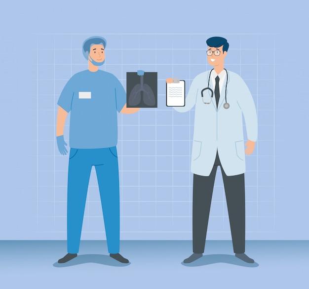 Artsenmannetje met paramedicus en röntgenstraal van longen