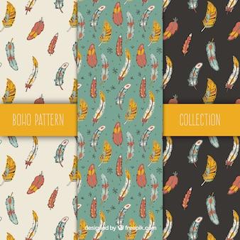 Assortiment van fantastische patronen met gekleurde veren