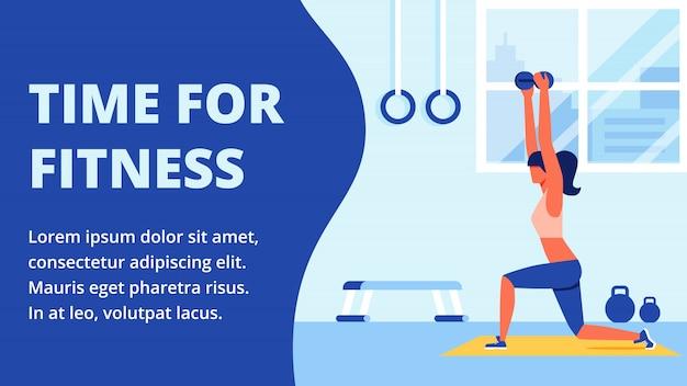 Atleet in sportkleding die zich bezighouden met fitnessruimte