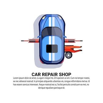 Auto reparatiewerkplaats service met onderhoudswerknemer auto repareren