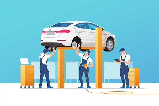 Auto service en reparatie. auto in onderhoudswerkplaats met monteursteam.
