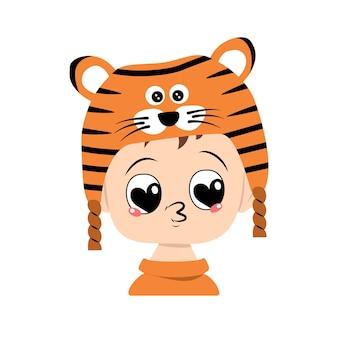 Avatar van jongen met grote hartogen en kuslippen in tijgerhoed schattige jongen met vrolijk gezicht in feestelijke co...