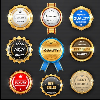 Award en kwaliteitslabels geïsoleerd ronde emblemen met gouden kaders en linten. bestseller, promotie van luxe producten, winkelaanbieding. hoogste kwaliteit badge design iconen of stempels