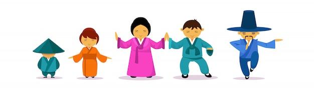 Aziatische familie die het traditionele concept en de cultuurconcept van het klerenoosten dragen