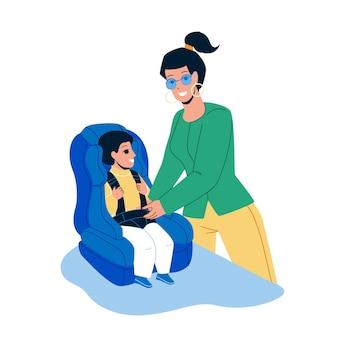 Baby-autostoeltje moeder vastgespte veiligheidsgordel vector. moeder zitting zoon in baby auto stoel. personages jonge vrouw en kleine jongen bereiden zich voor op autoreis platte cartoonillustratie