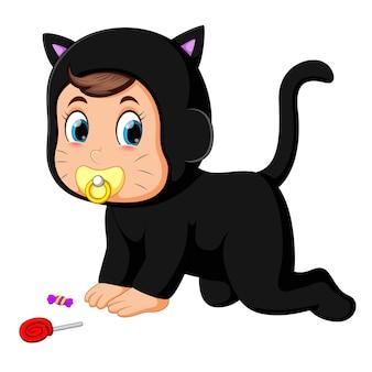Baby in kattenkostuum