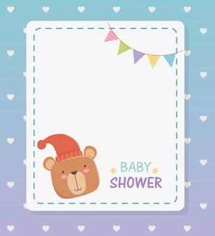 Baby shower vierkante kaart met kleine beer teddy en slingers