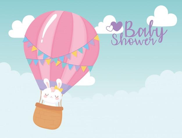 Babydouche kaart, vliegende luchtballon met schattig konijntje, welkom pasgeboren feestkaart