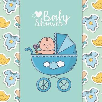 Babydouche kleine jongen in de kinderwagen met bodysuits eenden banner achtergrond
