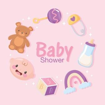 Babydouche, uitnodigingskaart met beer gezicht jongen rammelaar regenboog en blok