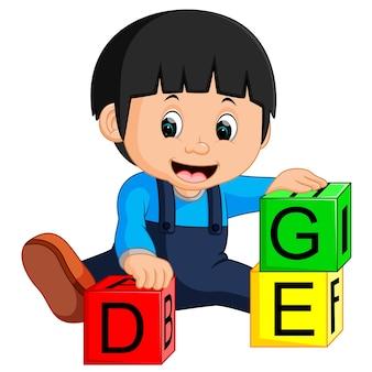 Babyjongen en alfabet blokken cartoon