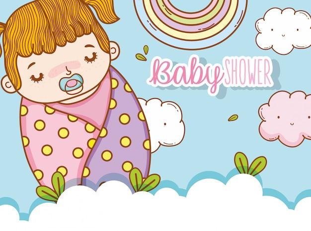 Babymeisje in de deken met fopspeen en wolken