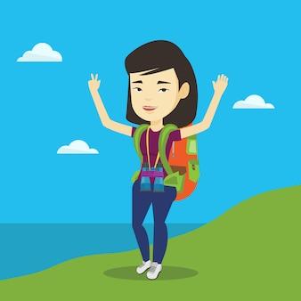 Backpacker met haar handen omhoog genietend van het landschap.