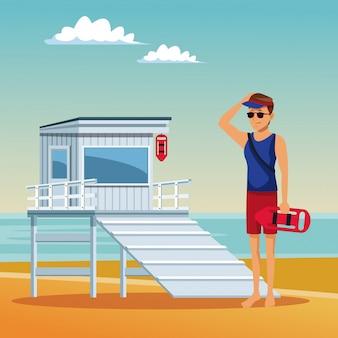 Badmeester die de de zomerbeeldverhalen van het strand kijken