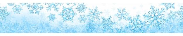 Banner van grote complexe doorschijnende kerst sneeuwvlokken in lichte blauwe kleuren, geïsoleerd op transparante achtergrond. met naadloze horizontale herhaling