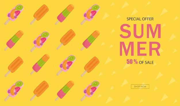 Banner zomer verkoop. roomijs met fruit, noten, aardbeien, kiwi, sinaasappel