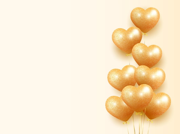 Bannerkaart met een bos gouden ballonnen in de vorm van een hart met sprankelende glitter. romantische illustratie voor valentijnsdag, verjaardag, vrouwendag. op een lichte achtergrond.