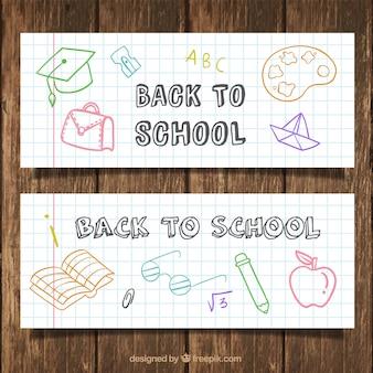 Banners voor de school met tekeningen op een notebook