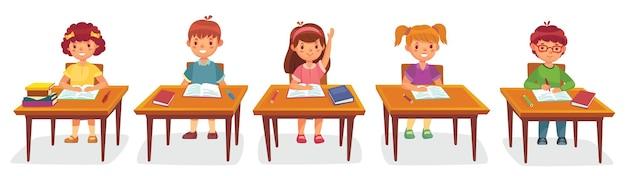 Basisschoolleerlingen zitten aan bureau
