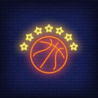 Basketbal met het neonbord van zeven sterren