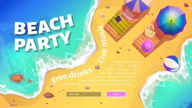 Beach party banner met zomerse kust met ligbedden en parasols.