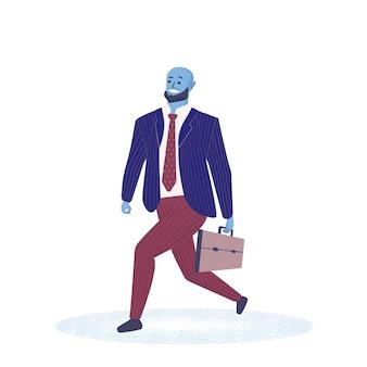 Beambte of zakenman die met aktentas naar het werk lopen.