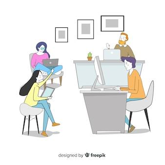 Beambten die bij hun bureaus zitten