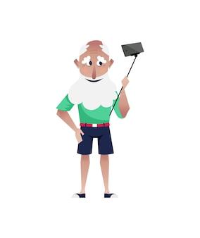Bebaarde oude man doet selfie in korte broek