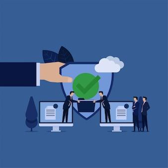 Bedrijf deelt gegevensbeheer van monitor naar andere met schildmetafoor voor veilig online delen van gegevens.