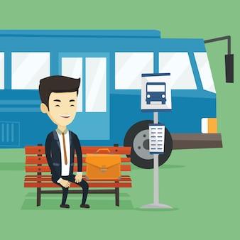 Bedrijfs mens die bij de bushalte wacht.