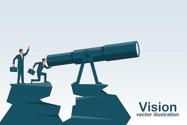 Bedrijfs mens die zich op een berg bevindt die in grote telescoop kijkt