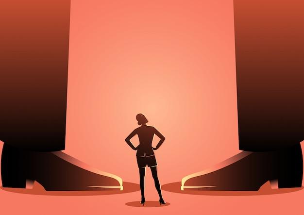Bedrijfs vrouw die zich tussen de benen van reuzemensen bevindt