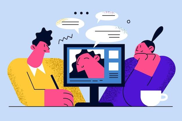 Bedrijfsarbeiders die aan bureau zitten en online vergadering hebben