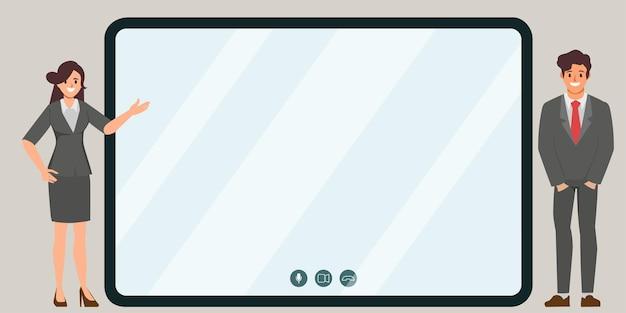 Bedrijfsbureaumensen die met schermmonitor presenteren voor online communicatie