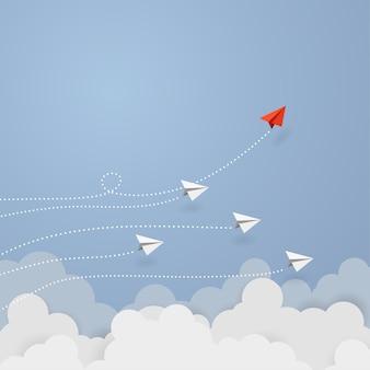 Bedrijfsconcept. rode papieren vliegtuigje vliegen