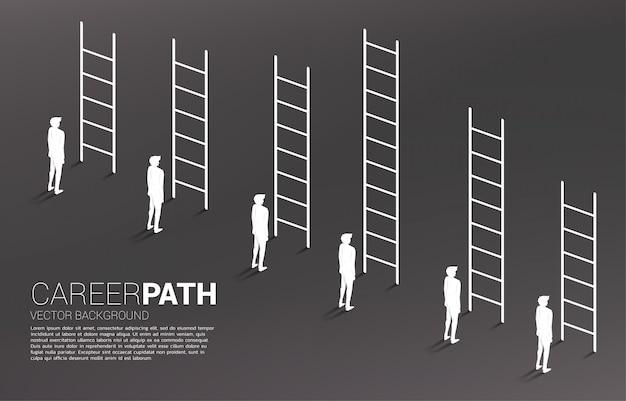 Bedrijfsconcept van concurrentie en uitdaging. silhouet van zakenmangroep met diverse hoge ladder.