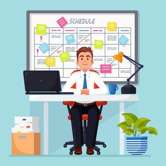 Bedrijfsmens die bij bureau werken planningsschema op taakraad.