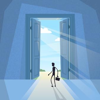 Bedrijfsmens zwart silhouet die zich bij deur bevinden