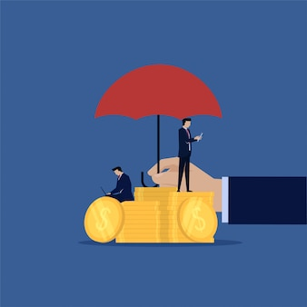 Bedrijfsveiligheidstransactie met paraplu boven geld