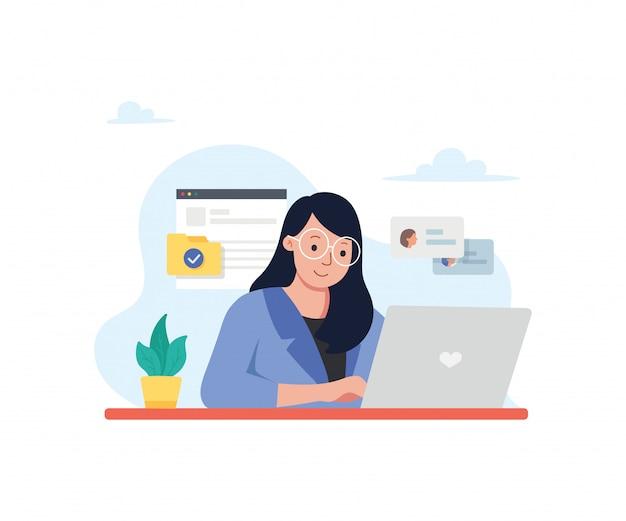 Bedrijfsvrouw die bij computerbureau werken in bureau