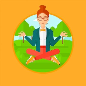 Bedrijfsvrouw die in lotusbloempositie mediteren.