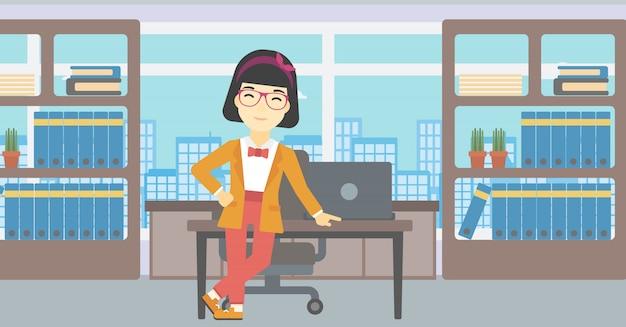 Bedrijfsvrouw die zich in het bureau bevinden.