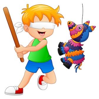Beeldverhaaljongen die een piñata speelt