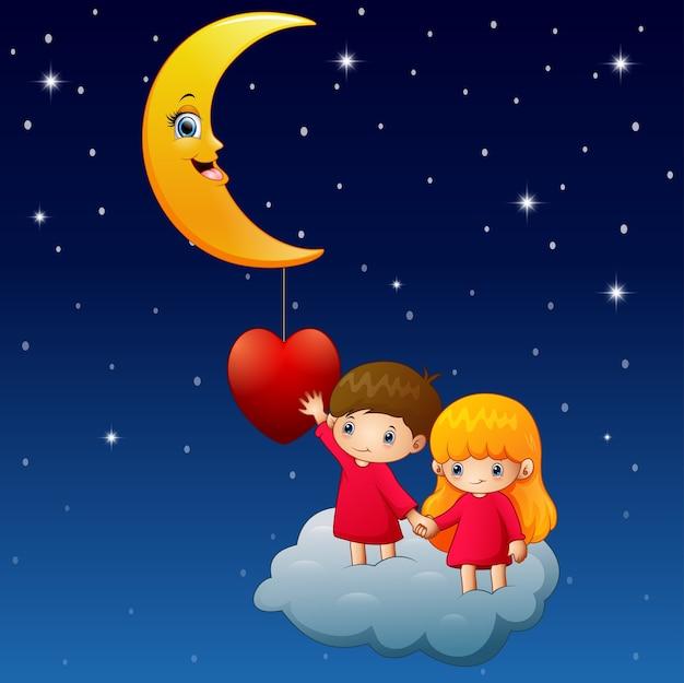 Beeldverhaalkinderen op de wolk met een hart en een maan