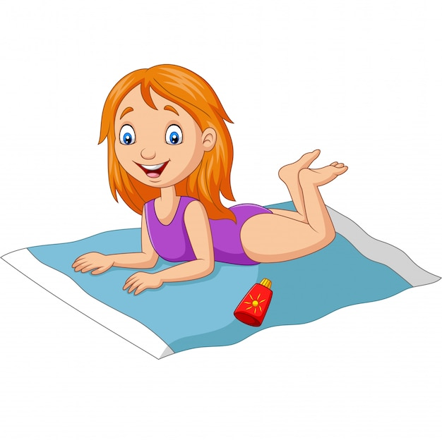Beeldverhaalmeisje in een zwempak die op het strand liggen