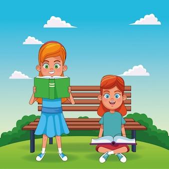 Beeldverhaalmeisjes die boeken over parkbank lezen