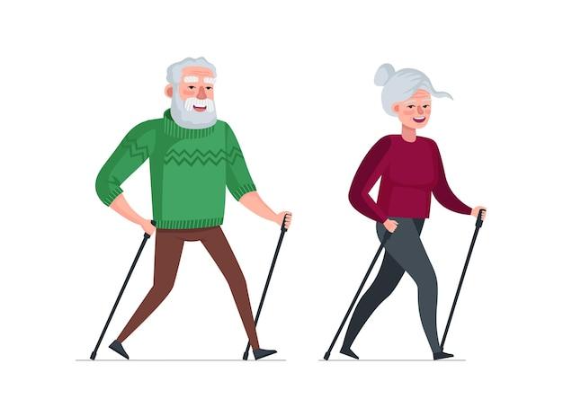 Bejaard echtpaar met pensioen vrije tijd samen nordic walk actieve vrolijke gezonde oude mensen senior