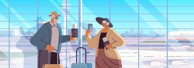 Bejaarde echtpaar van toeristen grootouders met bagage paspoorten en tickets klaar om aan boord te gaan op luchthaven vakantie reizen concept horizontale portret vectorillustratie